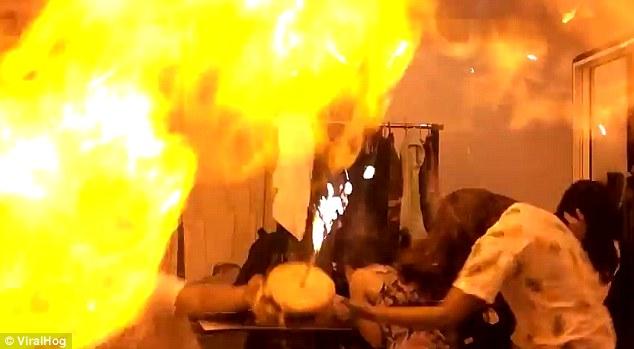 انفجار بادکنک هلیومی